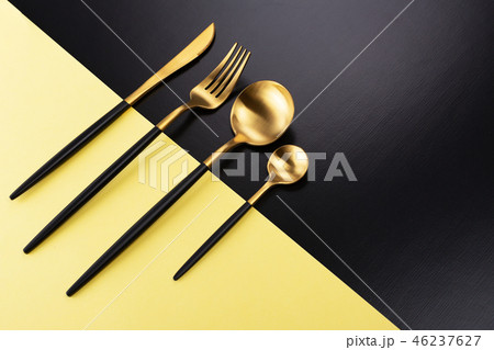 Set of black and gold cutlery 46237627