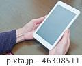 シニア タブレット 操作 手元 46308511