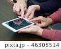 シニア タブレット 操作 手元 46308514