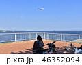 写真愛好家と旅客機 46352094