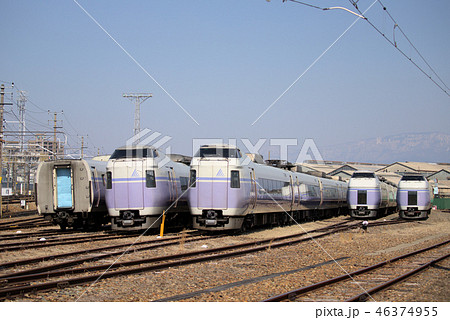 中央特急スーパーあずさE351系廃車解体待ち/長野総合車両センター廃車置き場 46374955