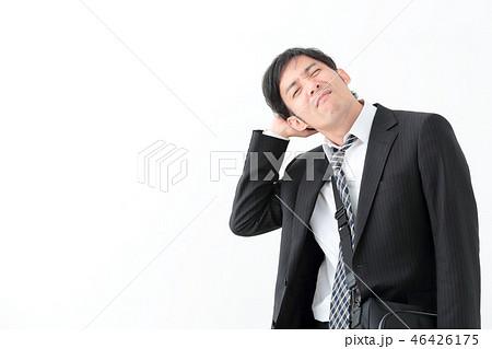ビジネスマン 酔っ払い 46426175