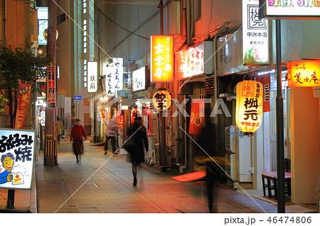 歓楽街中洲の路地の風景(提灯・看板)福岡県福岡市博多区の歓楽街中洲 46474806