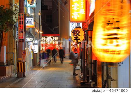 歓楽街中洲の路地の風景(提灯・看板)福岡県福岡市博多区の歓楽街中洲 46474809