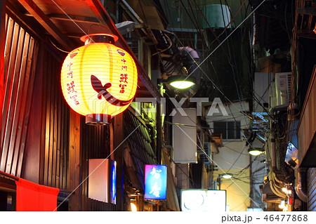 歓楽街中洲の路地の風景(提灯・看板)福岡県福岡市博多区の歓楽街中洲 46477868
