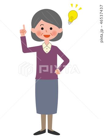 ひらめくシニア女性 全身 46537437