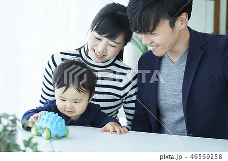 家族 育児 遊ぶ  46569258