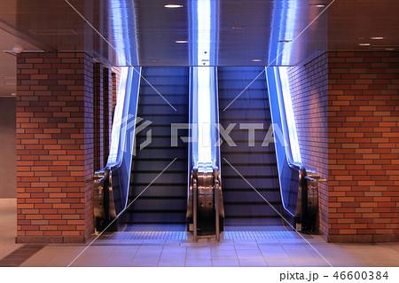 地下鉄、地下街への出入り口_福岡市天神地下街:地下鉄(エスカレーター) 46600384