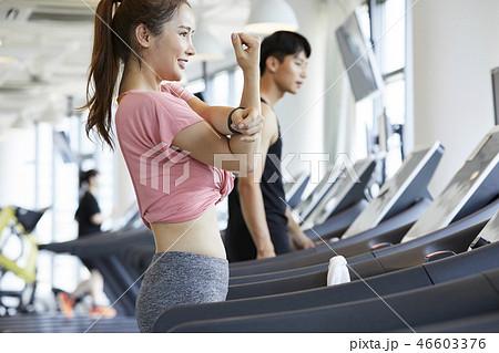 女性 スポーツウェア エクササイズ 46603376