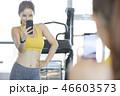 女性 若い女性 鏡の写真 46603573