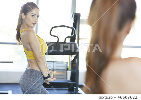 08901a28c9beb 女性 スポーツウェアの写真素材 [46603622] - PIXTA