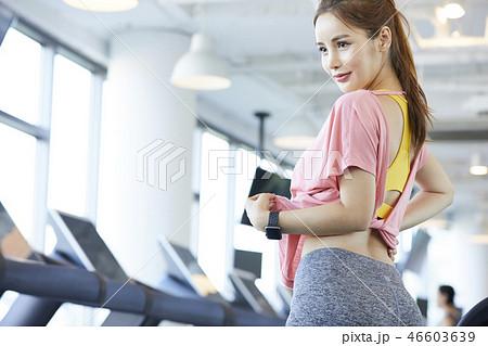 b85af324eb89c 女性 スポーツウェアの写真素材 [46603639] - PIXTA