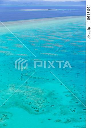 グレートバリアリーフと遠くに浮かぶグリーン島 46613844