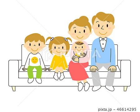 ソファーでくつろぐ5人家族 46614295