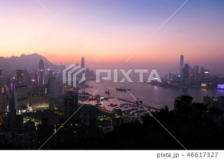 香港 寶馬山・紅香爐峰からの夕景 46617327