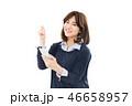 スマートフォン 女性 綺麗の写真 46658957