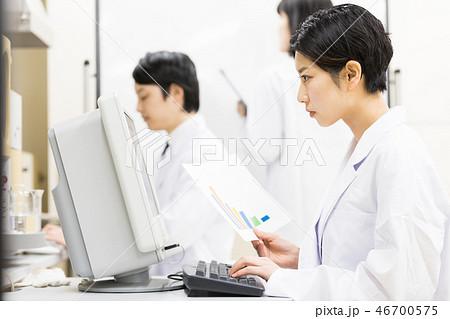 研究室 開発 実験室 臨床検査 バイオテクノロジー 調剤薬局 コロナウイルス パンデミック コロナ 46700575