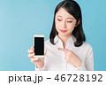 女性 スマホ スマートフォンの写真 46728192