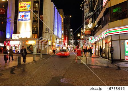 中洲中央通り 福岡県福岡市博多区、歓楽街中洲の中央を横断する道路 46733916