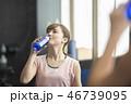 女性 フィットネス 水分補給 46739095