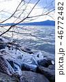 厳冬の琵琶湖、しぶき氷と比叡山の山並み 46772482