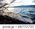 厳冬の琵琶湖、しぶき氷と比叡山の山並み 46772735