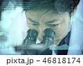 実験イメージ 研究 開発 顕微鏡 男性 46818174
