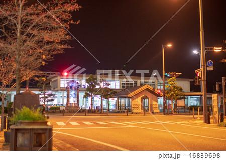 白壁の街柳井駅前通り夜景【山口県】 46839698