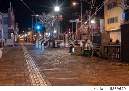 白壁の街柳井駅前通り夜景【山口県】 46839699