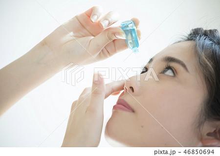 さす 目薬 を