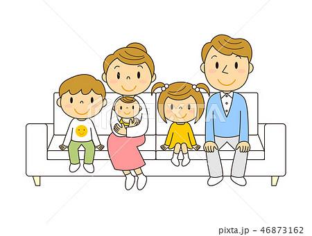 46873162 ソファーでくつろぐ5人家族 イラスト みやもとかずみ