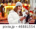 スマホ スマートフォン 女の写真 46881554