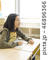 教室 女の子 小学生の写真 46896366