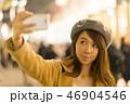 東京・表参道・クリスマス・クリスマスイルミネーション・自撮りをする女性 46904546