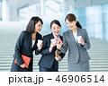 スマホ スマートフォン ビジネスウーマンの写真 46906514