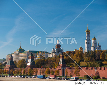 Sunny summer day moscow river bay kremlin . 46922547