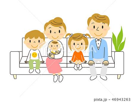 46943263 ソファーでくつろぐ5人家族 イラスト みやもとかずみ