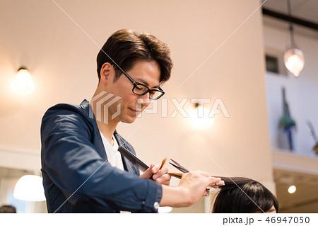 ヘアサロン 美容師 イメージ 46947050