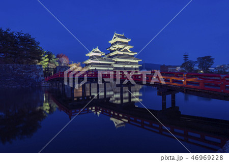 Matsumoto Castle at night in Nagano, Japan 46969228