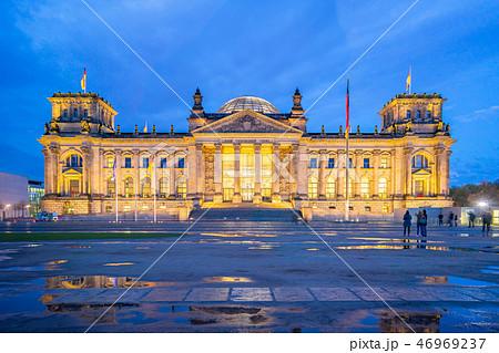 Deutscher Bundestag at night in Berlin, Germany 46969237