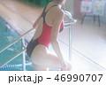 女性 プール プールサイドの写真 46990707