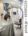 美容室シーン ヘアブリーチ ハイトーンカラー perming写真素材 46995229