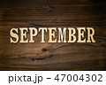SEPTEMBERと書かれた木製の小物 47004302