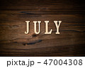 JULYと書かれた木製の小物 47004308