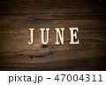 JUNEと書かれた木製の小物 47004311