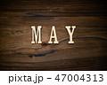 MAYと書かれた木製の小物 47004313