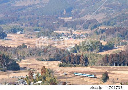 里山を走る久留里線キハ37型気動車 47017334