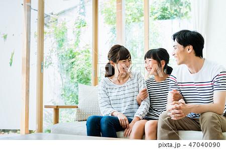 若い家族 47040090