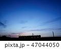 夕焼け 電車 シルエット 47044050