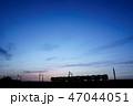 夕焼け 電車 シルエット 47044051
